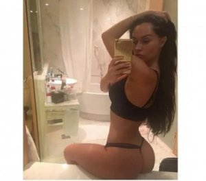 Hafsah brunette escorts in Sun City West, AZ